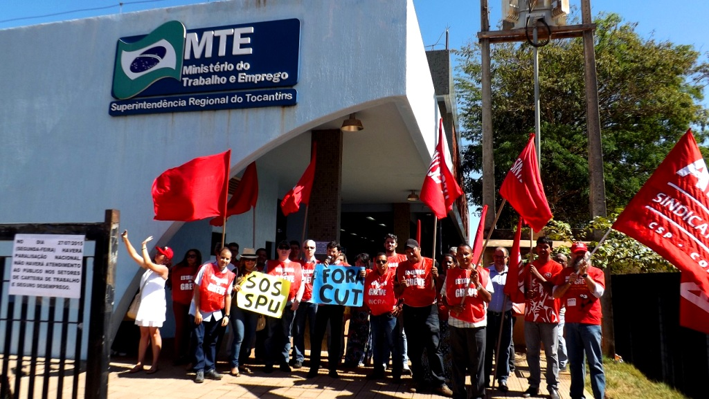TO MTE SPU INCRA UFT FUNASA DSEI juntos no ato do dia 27.7.15